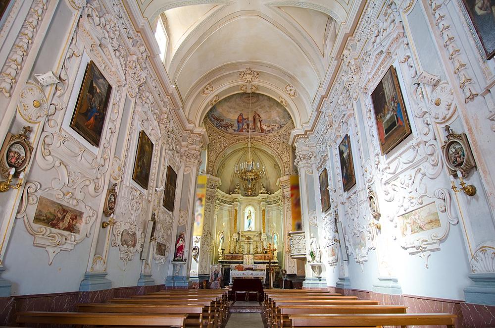 Het prachtige interieur van de San Giuseppe kerk in Taormina