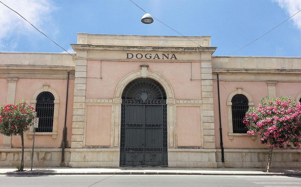 Het gebouw van de dogana (douane) in Syracuse