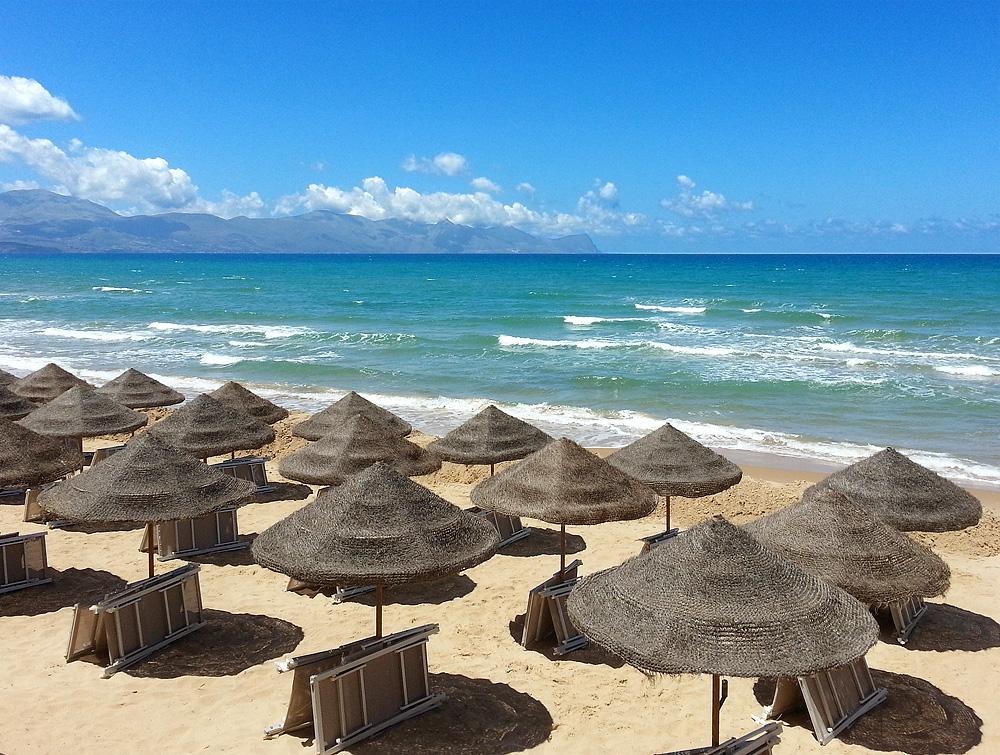 Lido Le Blond op het zandstrand van Balestrate op Sicilië