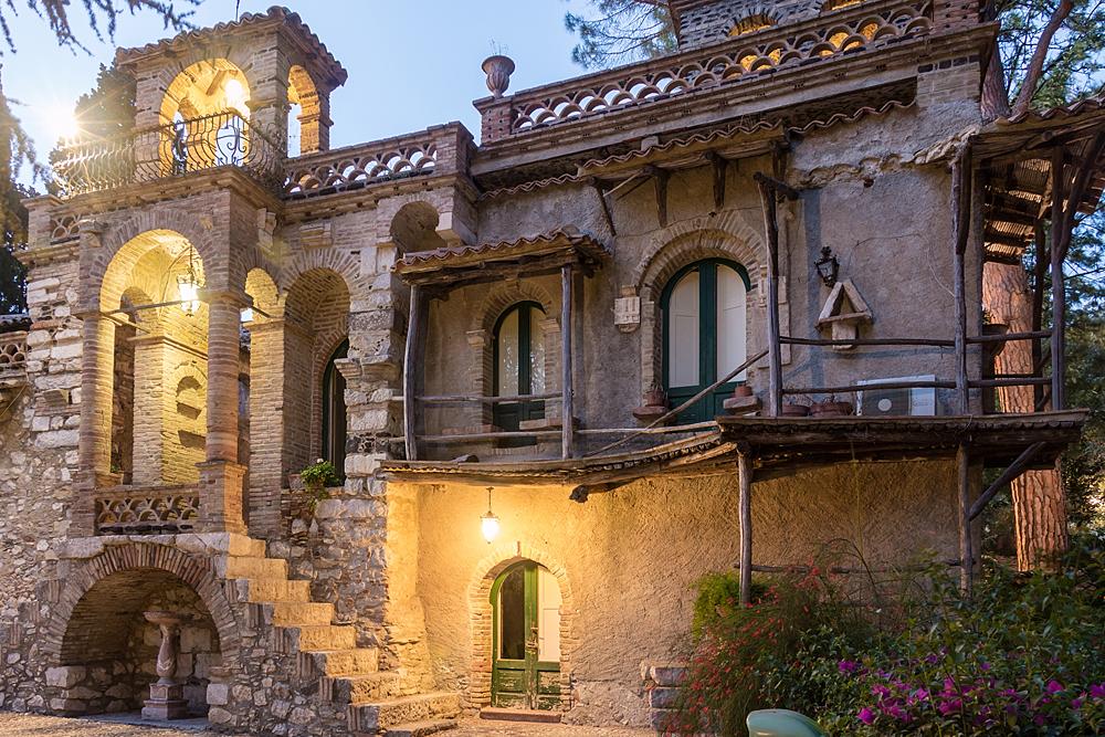 """Een van de """"Victorian follies"""" in de Villa comunale in Taormina"""