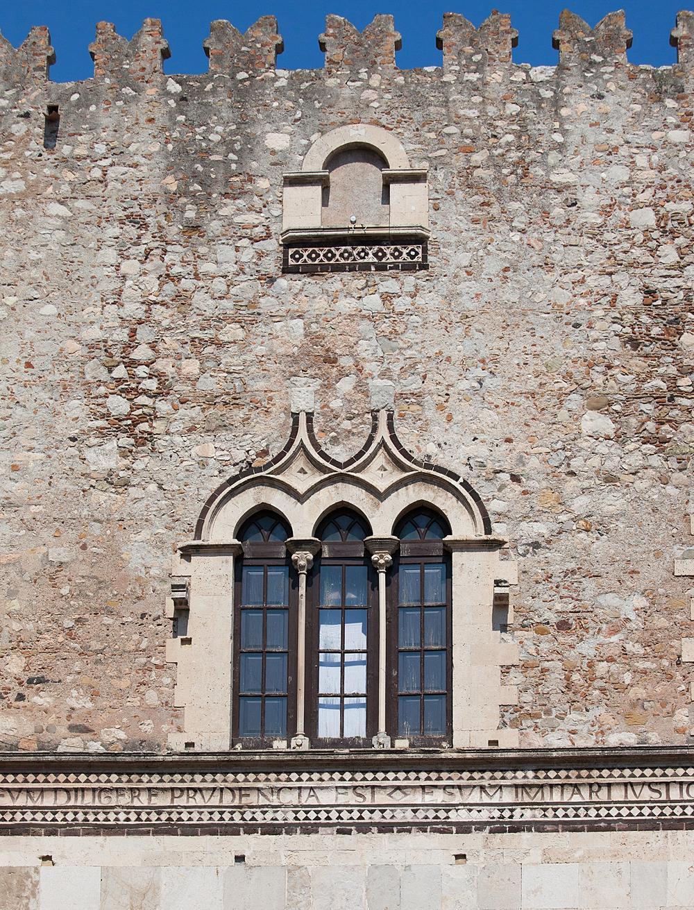 Het Castello Corvaia in Taormina