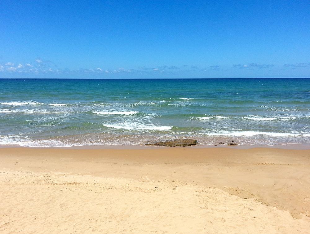 Het zandstrand van Balestrate en de Golfo di Castellammare