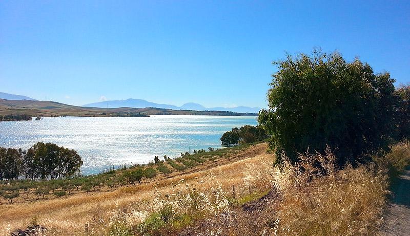 Lago Poma tussen Partinico en San Giuseppe Jato
