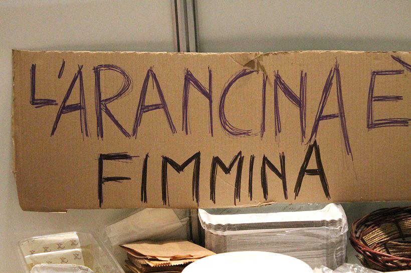 Arancina is vrouwelijk! (en dus met een a)
