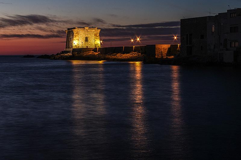 De Ligny toren in trapani, op Sicilië by night