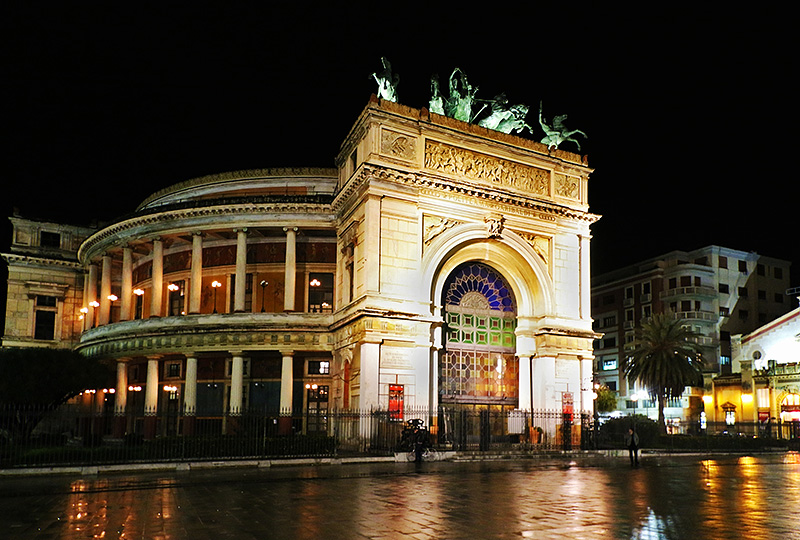 Het Teatro Politeama in Palermo